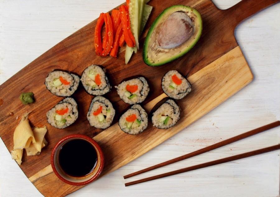 Wegańskie sushi z brązowym ryżem