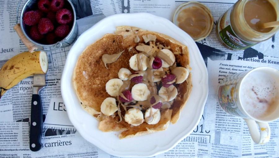 """Śniadanie/lancz dla dla dbających o linię i aktywnych - naleśnik z """"dobrej mąki"""" z bananem i tahiną"""