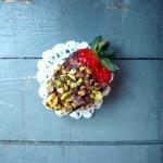 Truskawki w czekoladzie z pistacjami
