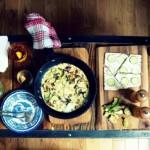 Omlet z cukinią, cebulą i pieczarkami