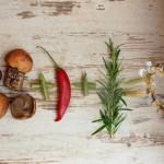 Risotto z leśnymi grzybami z brązowego ryżu na czerwonym winie