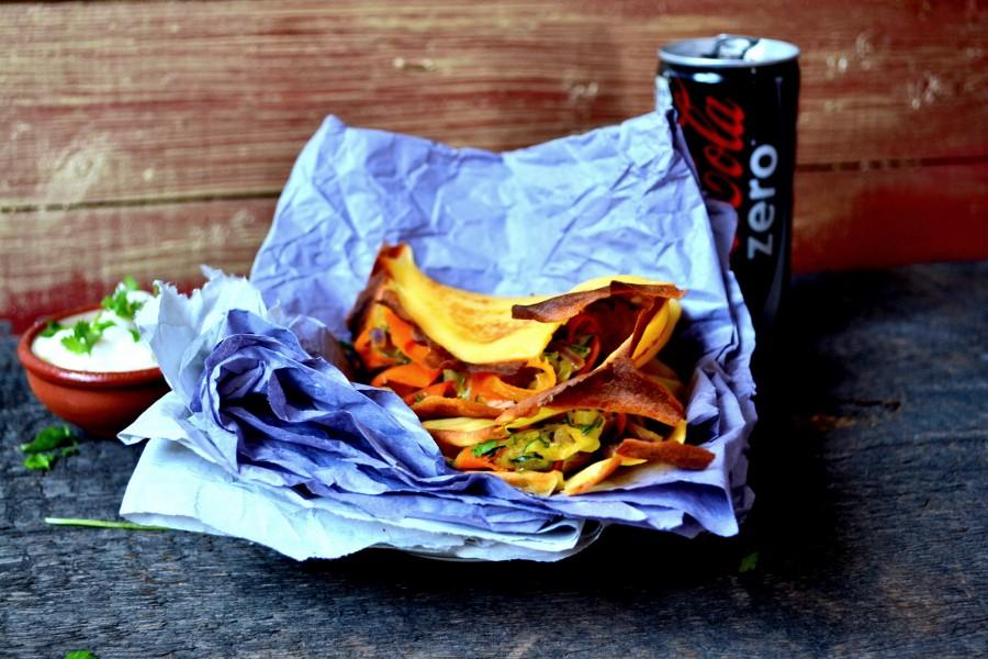 Bezglutenowe naleśniki z cukinią, marchewką i mozzarellą
