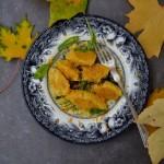 Dyniowe gnocchi z ricotty z masłem szałwiowym i skórką z pomarańczy