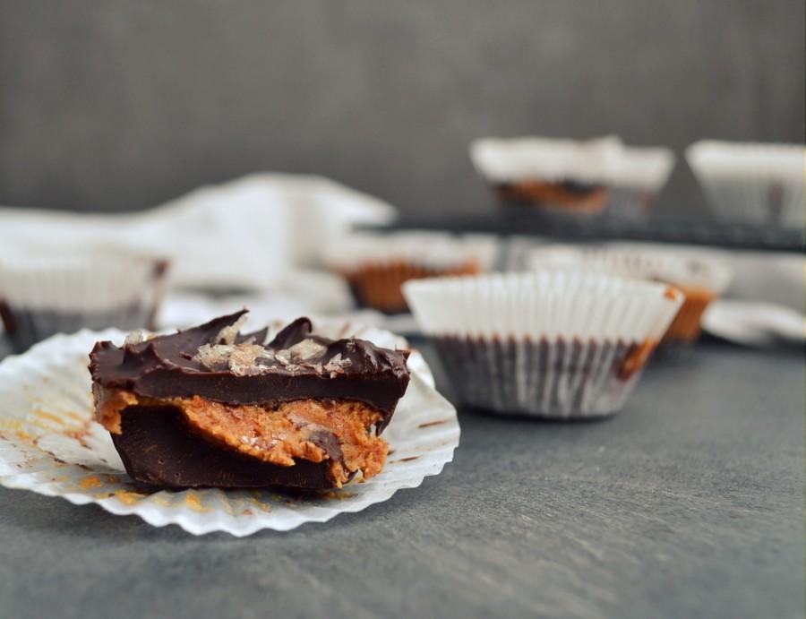 Domowe Reese, kubeczki czekoladowe z masłem orzechowym