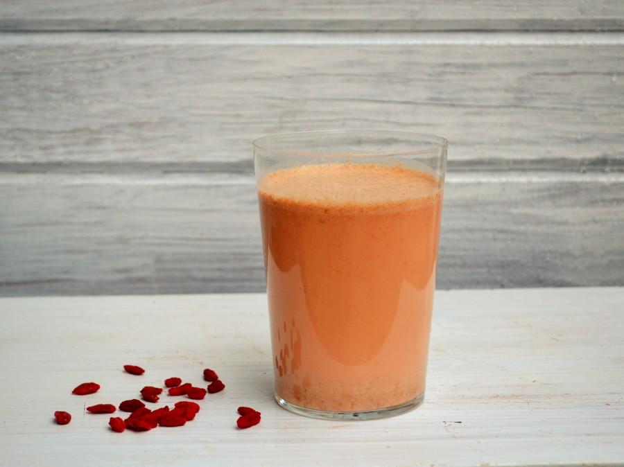 Owsiany koktajl z jagodami goji