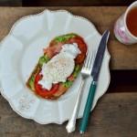 Grzanka z wędzonym łososiem i jajkiem lub z szynką i jajkiem czyli croque madame