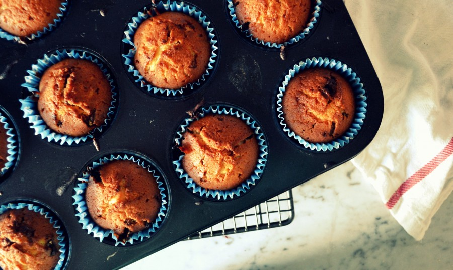 Klasyczne, wilgotne muffinki z ciągnącym się toblerone