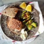 Pieczony łosoś (na nowy, beztłuszczony, a smaczniejszy sposób), błyskawiczny razowy chlebek z patelni i awokado