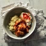 Kurczak w ajwarze z kuskusem i tzatzikami – łatwy szybki obiad