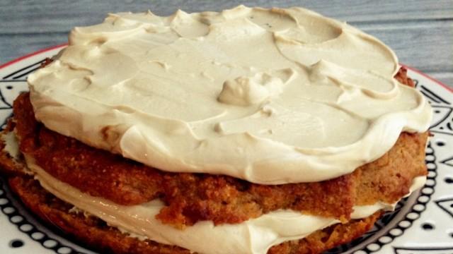 Tort z batata i orzeszków przekładany twarożkiem